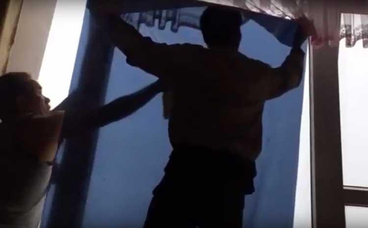 Phim dán cửa kính tối màu